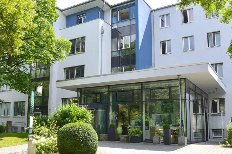 Eingang-Hof-3